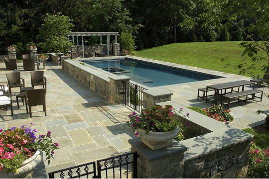 Une terrasse avec vue sur piscine for Vue sur terrasse