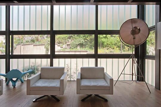 une fa ade en verre. Black Bedroom Furniture Sets. Home Design Ideas