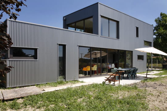 Vivons cach s dix maisons d 39 architecte 100 000 euros for Maison container 100 000 euros