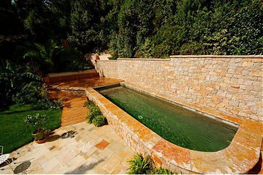 un couloir de nage tout en pierre des piscines de r ve pour buller cet t journal des femmes. Black Bedroom Furniture Sets. Home Design Ideas