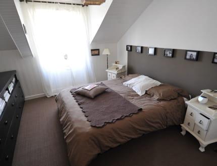 une t te de lit astucieuse visitez la maison de morgane journal des femmes. Black Bedroom Furniture Sets. Home Design Ideas