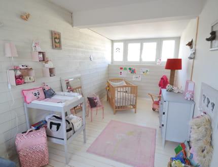 Des boiseries blanches visitez la maison de morgane for La maison du bebe