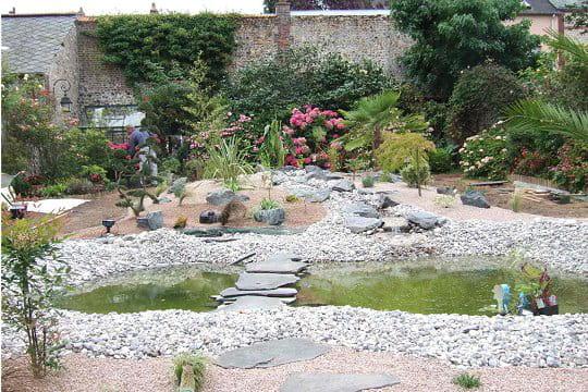 Un bassin en construction ambiance zen dans le jardin normand de michel j - Construction bassin de jardin ...