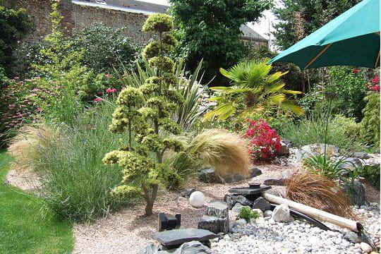 Un ilex crenata taill en nuage ambiance zen dans le for Le jardin normand
