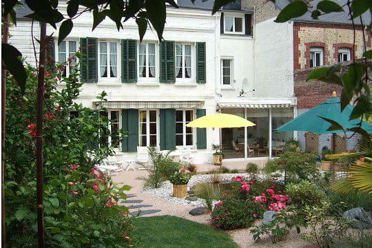Une maison spacieuse avec vue sur le jardin ambiance zen for Le jardin normand