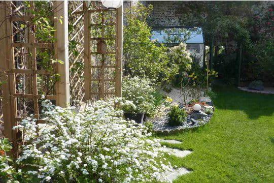 Un jardin en perp tuelle volution ambiance zen dans le for Parterre ambiance zen