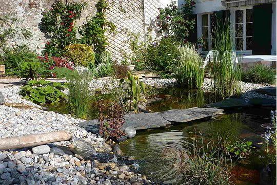 Un petit pont original ambiance zen dans le jardin for Pont jardin zen
