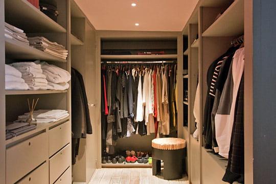 un grand dressing pour une grande garde robe. Black Bedroom Furniture Sets. Home Design Ideas