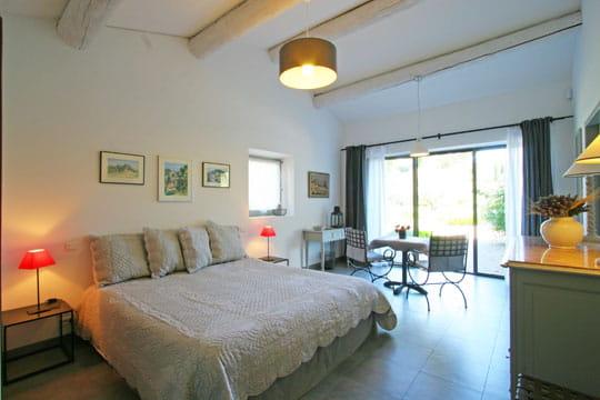 couleur lavande douceur de vivre dans un mas des alpilles journal des femmes. Black Bedroom Furniture Sets. Home Design Ideas