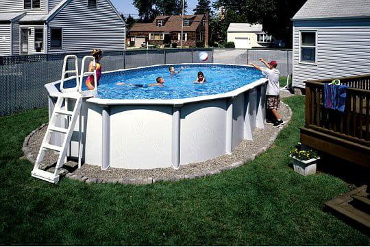 de l 39 acier pour une piscine haut de gamme des piscines hors sol ultra sympas journal des femmes. Black Bedroom Furniture Sets. Home Design Ideas