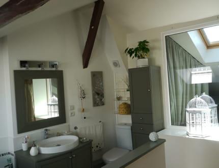 un moment de bien tre dans la salle de bains visitez la maison de laurence journal des femmes. Black Bedroom Furniture Sets. Home Design Ideas