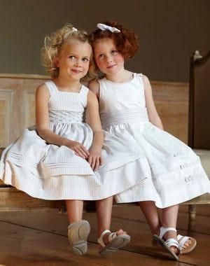 a l 39 ancienne mariage 30 tenues pour les enfants journal des femmes. Black Bedroom Furniture Sets. Home Design Ideas
