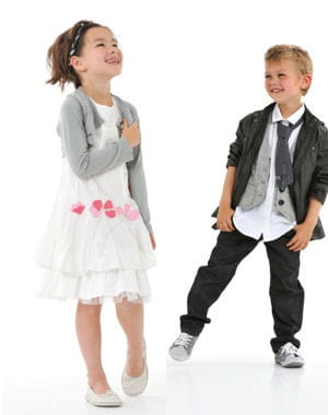 mariage moderne mariage 30 tenues pour les enfants journal des femmes. Black Bedroom Furniture Sets. Home Design Ideas