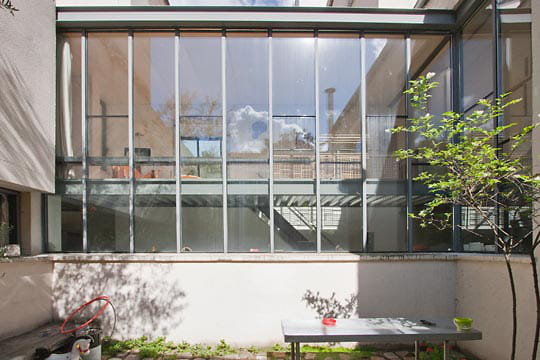 la fa ade vitr e habiter autour d 39 un patio ensoleill journal des femmes. Black Bedroom Furniture Sets. Home Design Ideas