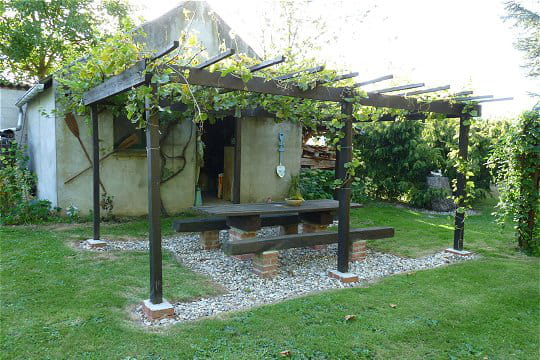 terrasse et pergola en palette et bois de r cup ration terrasse en bois. Black Bedroom Furniture Sets. Home Design Ideas