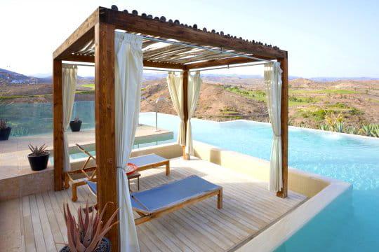 une pergola pour se prot ger du soleil des pergolas au charme discret journal des femmes. Black Bedroom Furniture Sets. Home Design Ideas