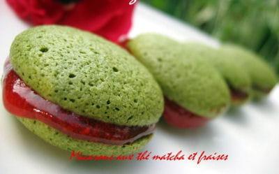 macarons au thé matcha et fraises