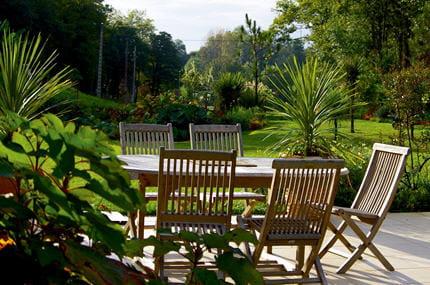la terrasse jardiner sans arroser journal des femmes. Black Bedroom Furniture Sets. Home Design Ideas