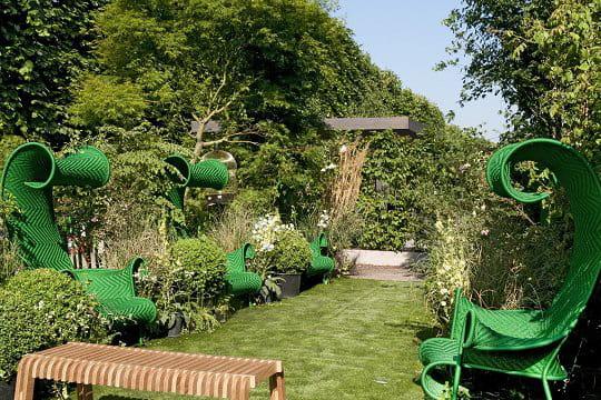 Des fauteuils verts des id es design pour le jardin aux - Deco jardin journal des femmes toulouse ...