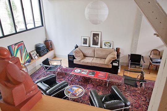 le coin salon ambiance industrielle dans un ancien atelier journal des femmes. Black Bedroom Furniture Sets. Home Design Ideas