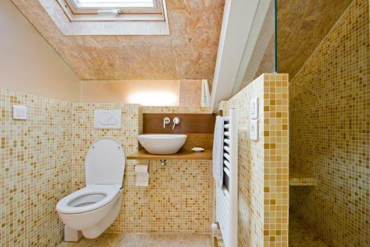 une salle d 39 eau aux tons chaleureux un petit nid sous les combles montreuil journal des femmes. Black Bedroom Furniture Sets. Home Design Ideas