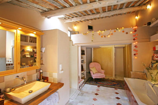 Audacieuse salle de bains une petite maison f minine et - Salle de bain feminine ...