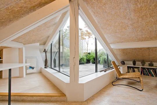 un acc s sur le toit petit nid sous les combles journal des femmes d coration. Black Bedroom Furniture Sets. Home Design Ideas