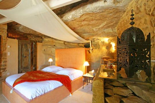 Dans la pierre ambiance romantique dans des chambres for Ambiance romantique chambre