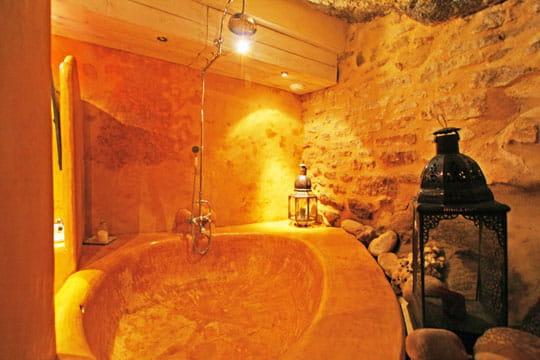 baignoire naturelle ambiance romantique dans des. Black Bedroom Furniture Sets. Home Design Ideas