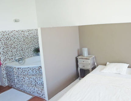 Salle de bains ouverte sur la chambre visitez la maison for Chambre salle de bain ouverte