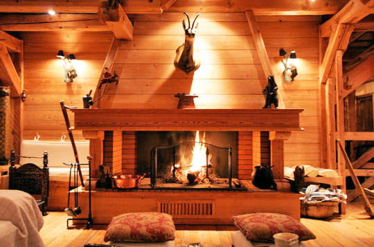 exotisme montagnard au chaud devant la chemin e. Black Bedroom Furniture Sets. Home Design Ideas