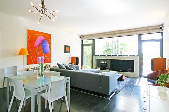 int gration vitr e au chaud devant la chemin e journal des femmes. Black Bedroom Furniture Sets. Home Design Ideas