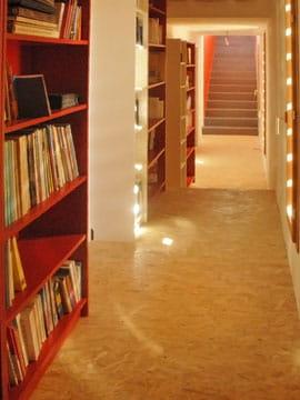 escalier descendant au rez de chauss e est introduit par un grand. Black Bedroom Furniture Sets. Home Design Ideas