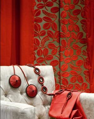 rideaux en velours rouge d 39 esprit et mati res des fen tres habill es pour l 39 hiver journal. Black Bedroom Furniture Sets. Home Design Ideas
