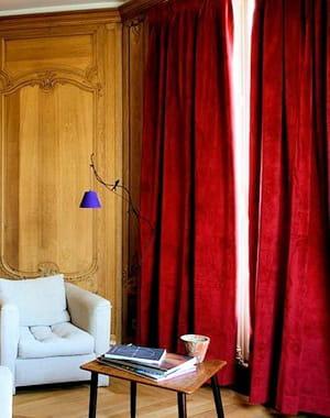 rideaux en velours rouge de des fen tres habill es pour l 39 hiver journal des femmes. Black Bedroom Furniture Sets. Home Design Ideas