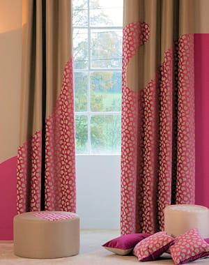 rideaux framboise de toile de mayenne des fen tres habill es pour l 39 hiver journal des femmes. Black Bedroom Furniture Sets. Home Design Ideas