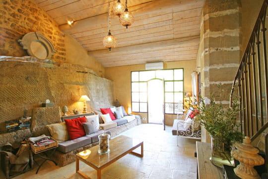 un salon color dans la pierre toujours plus d 39 id es. Black Bedroom Furniture Sets. Home Design Ideas