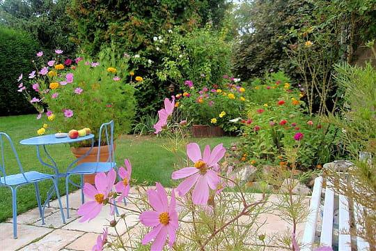 le tr s champ tre jardin de brigitte elisez le plus beau jardin de lecteurs journal des femmes. Black Bedroom Furniture Sets. Home Design Ideas