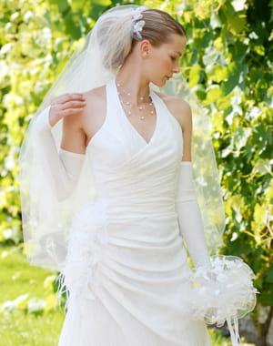 Pour les petites a chaque silhouette sa robe de mari e for Robes de renouvellement de voeux de mariage taille plus
