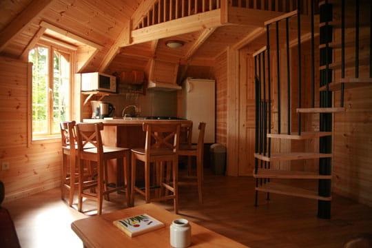 Un int rieur bien quip diff rentes habitations pour jouer au robinson journal des femmes for Interieur maison original