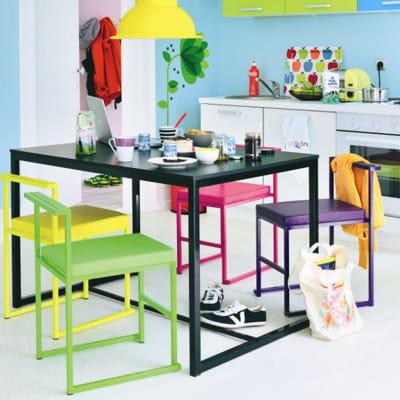 Chaise color e de fly des chaises tendance pour habiller ma table journal des femmes for Chaise de salle a manger fly pour deco cuisine