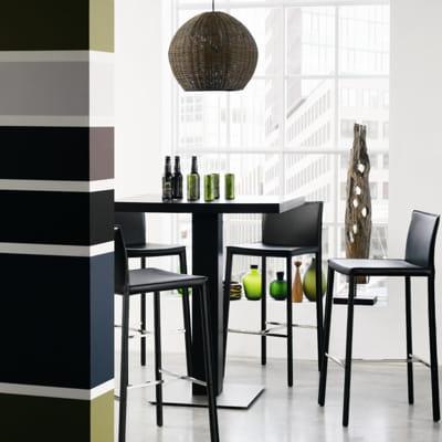 chaise de bar noire de bo concept des chaises tendance pour habiller ma table journal des femmes. Black Bedroom Furniture Sets. Home Design Ideas