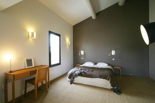 Chambre couleur taupe et vert anis avec des id es int ressantes pour la - Chambre vert anis et marron ...