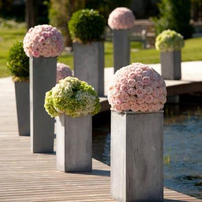 Un mariage au th me roses de jardin la c r monie en d tails d - Decoration jardin mariage ...