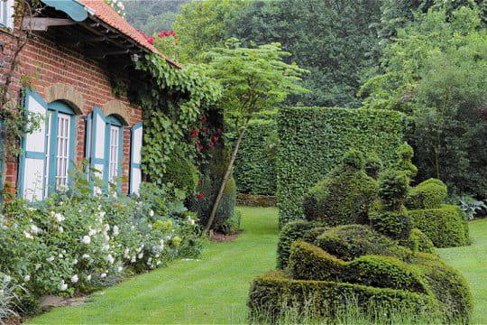 les jardins d 39 inspiration flamande de la ferme du mont des r collets. Black Bedroom Furniture Sets. Home Design Ideas