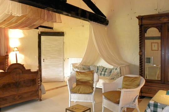une chambre l 39 allure cosy et romantique esprit rustique et r cup 39 pour demeure restaur e. Black Bedroom Furniture Sets. Home Design Ideas
