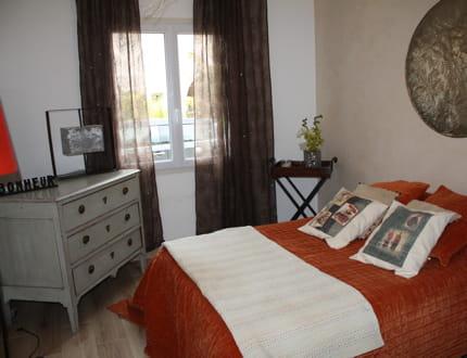 une chambre l 39 ambiance chaleureuse visitez la maison d 39 alexandra journal des femmes. Black Bedroom Furniture Sets. Home Design Ideas