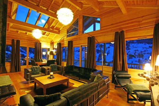 vue sur la montagne ambiance conviviale au chalet. Black Bedroom Furniture Sets. Home Design Ideas