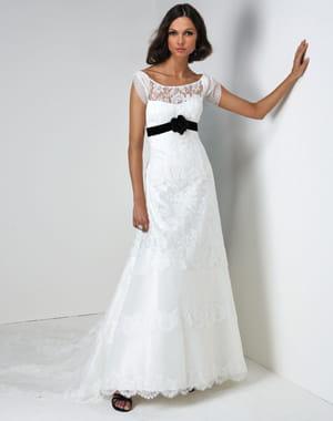 Pour les rondes a chaque silhouette sa robe de mari e for Robes de renouvellement de voeux de mariage taille plus