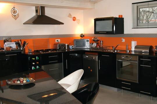 une cuisine sur mesure. Black Bedroom Furniture Sets. Home Design Ideas